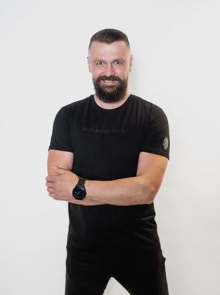 Attēls no Dinamo - MEN'S T-SHIRT «DINAMO» WITH BLACK METALLIC PRINTING S Black